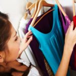 Opter pour une robe d'été fine et colorée pour ses vacances