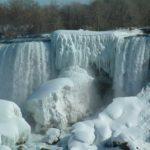 Insolite, les chutes du Niagara sont partiellement gelées !