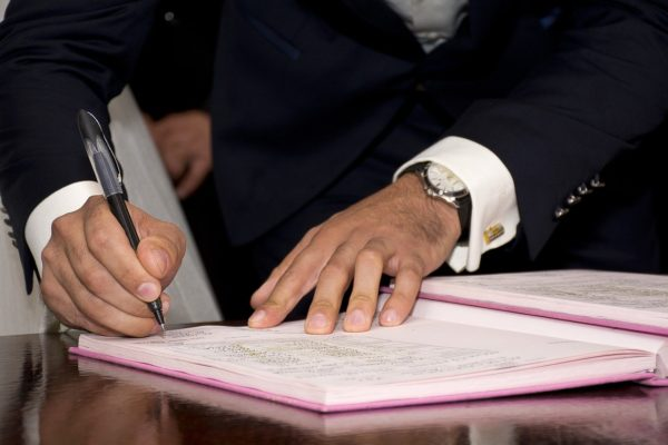 Signature d'un contrat de prêt